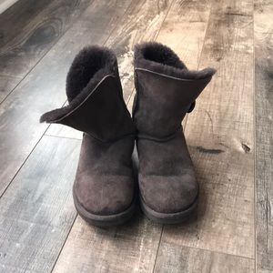 Women's Uggs - Bailey button, barely worn